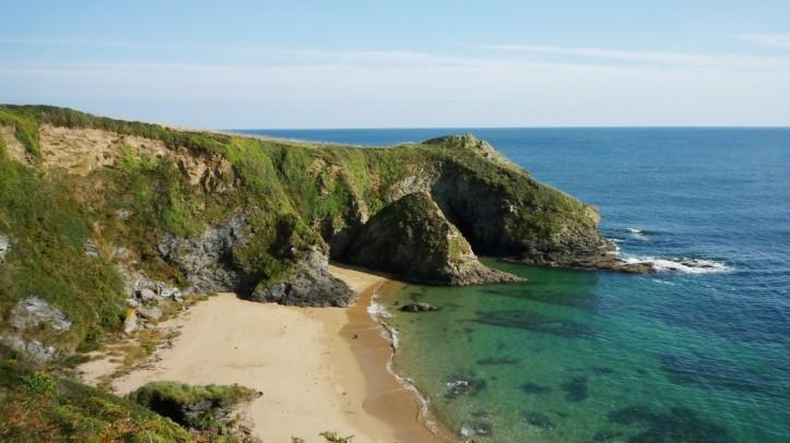 roseland-beach-and-cliff-1600x900